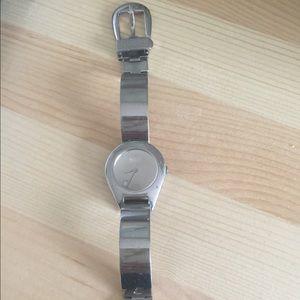 Gucci watch model 6700L buckle clasp
